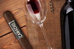 Miért párosítsa kedvenc szivarját egy pohárka Demeter borral?