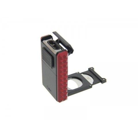 Colibri Quasar Astoria szivaröngyújtó, fekete/bordó színű, 3-as szúrólángos, kihajtható szivarvágóval 24mm