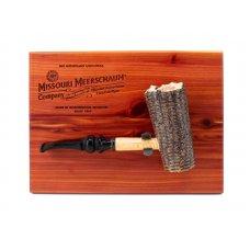Missouri Meerschaum Freehand on Cedar Plaque, kukorica pipa, lézer gravírozott cédrusfa táblán